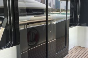Weathertight sliding door with 2 moving panels
